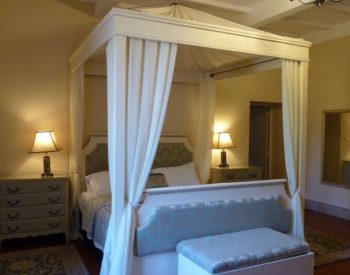 Manoir Seguinet four poster bed