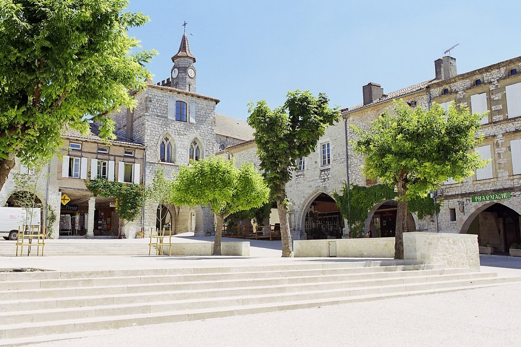 Monflanquin is a bastide village, perched on the hilltop with magnificent views over the countryside.  It has a square with some great restaurant around the arcade