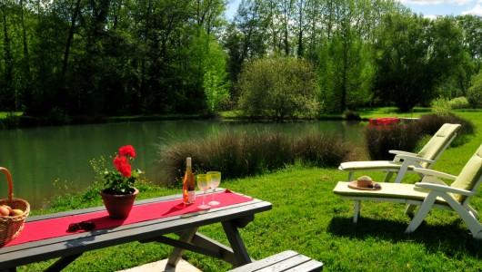 Lounge around the lake at Seguinet